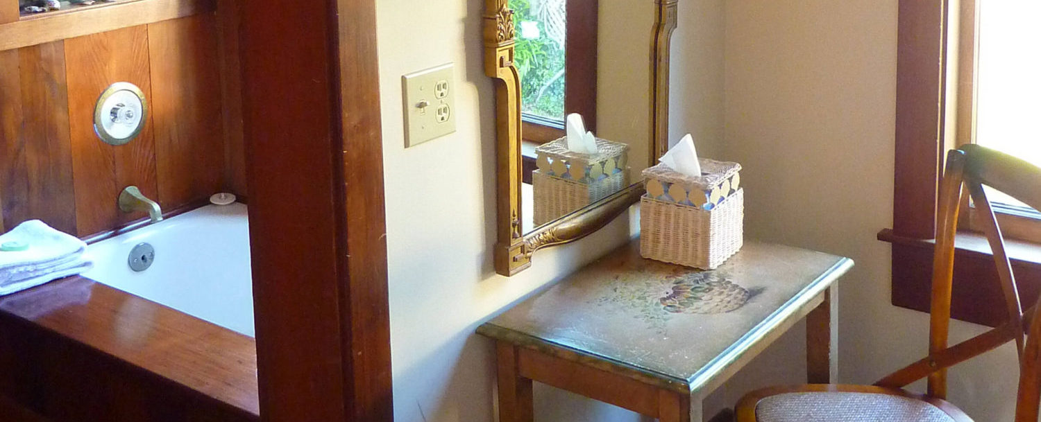 Pacific room - dressing table