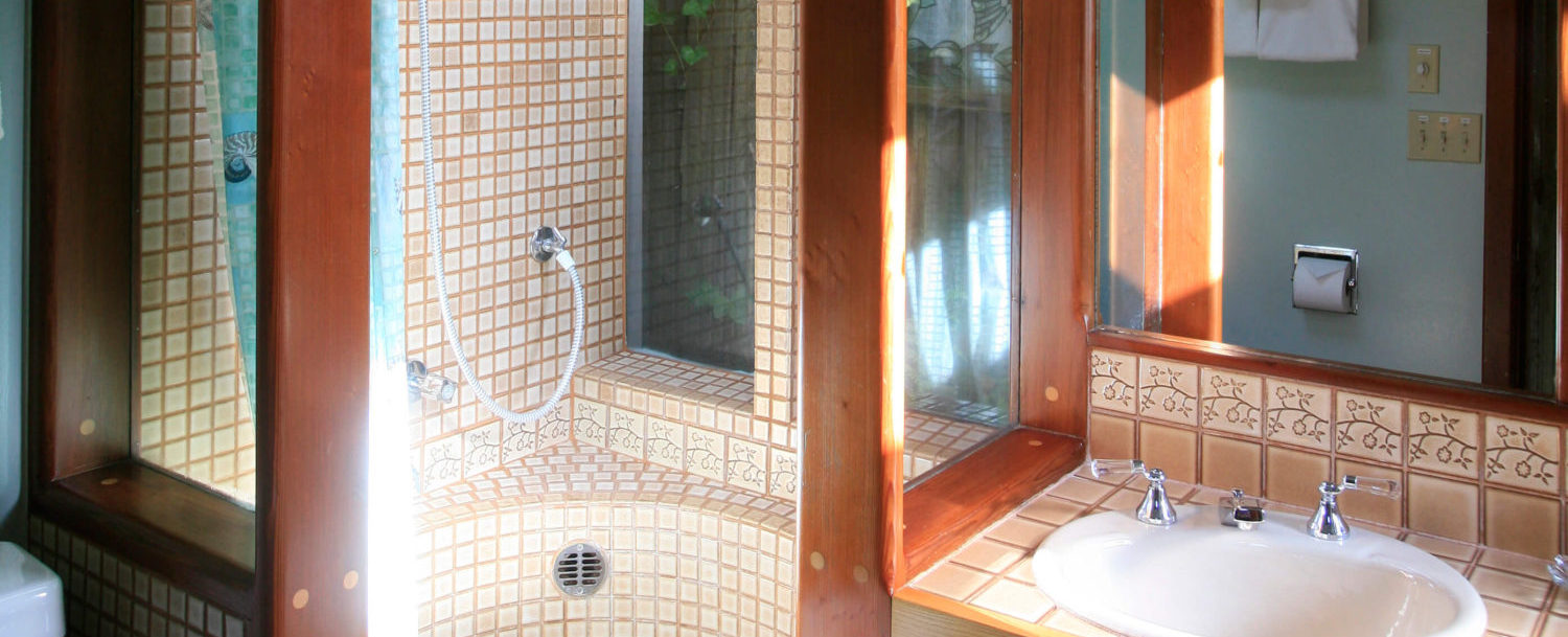 Driftwood room bathroom - corner shower, entirely tiled in brown